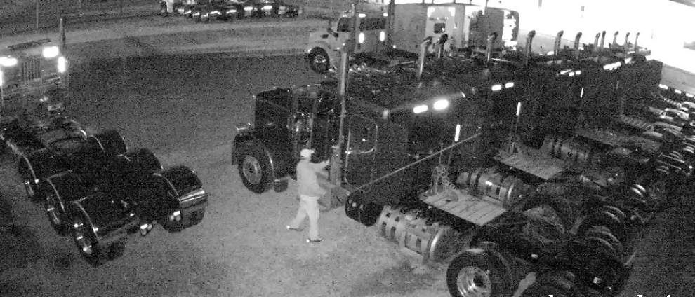Baton Rouge police looking for burglar who stole $25,000 worth of truck equipment in Baton Rouge _lowres