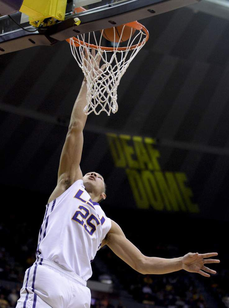 LSU surges past Ole Miss to improve to 3-1 in SEC _lowres