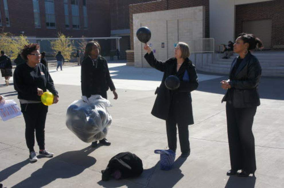 Students release balloons for Smokeout _lowres