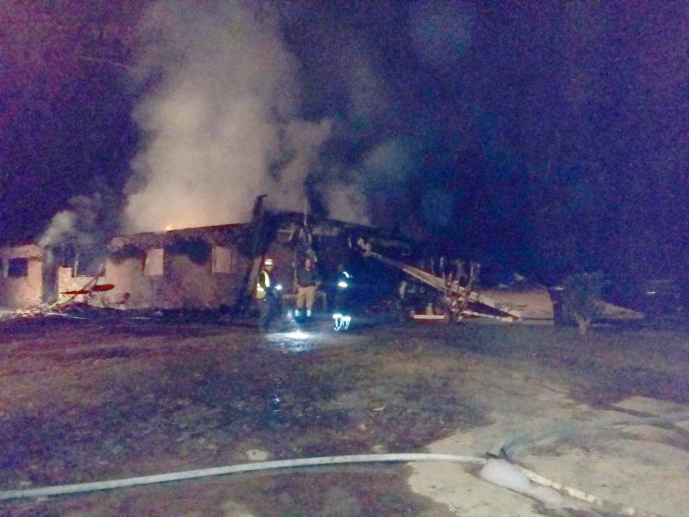 Loud boom precedes fire that destroys $250,000 Baton Rouge home; dogs seen fleeing house _lowres