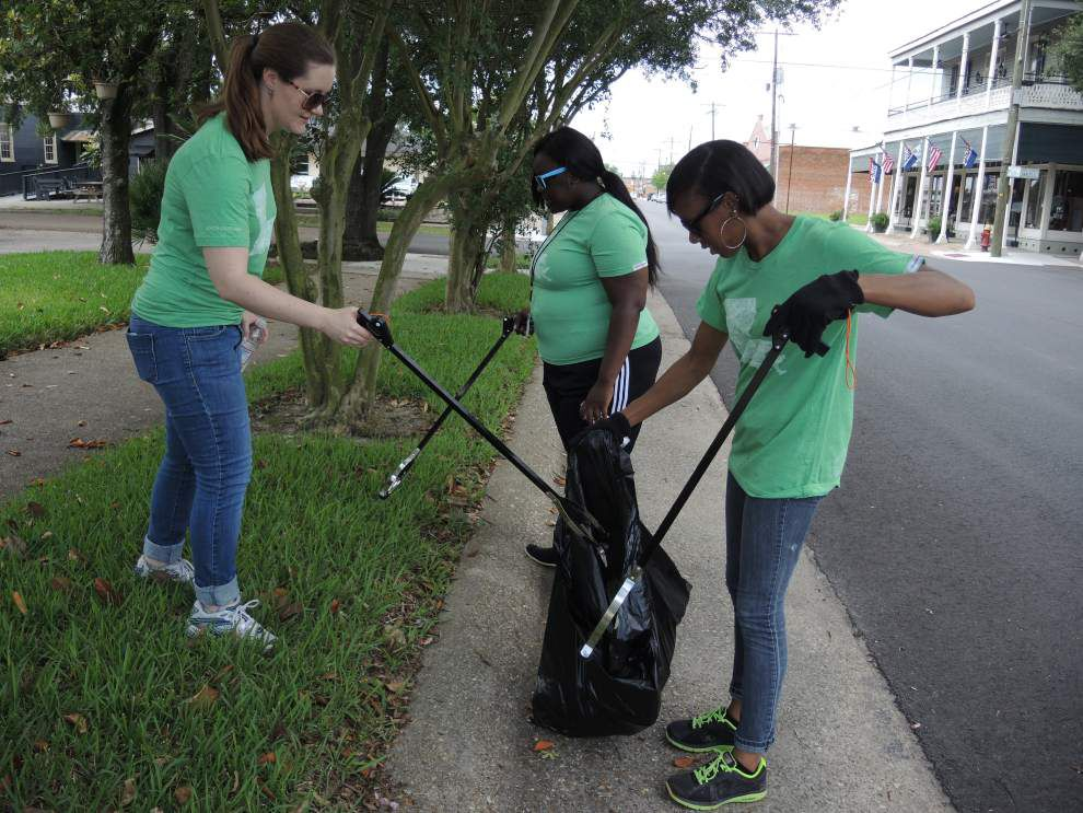 Teachers work to clean up Donaldsonville _lowres