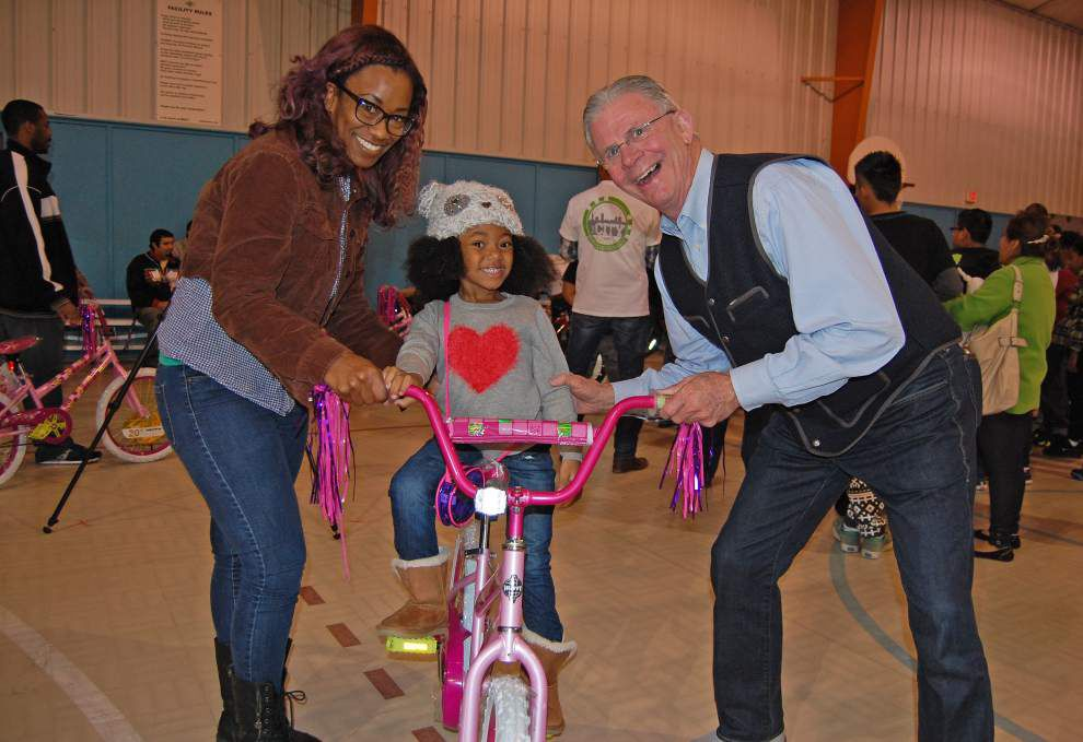 Christian businessmen's group gives 100 bikes for Christmas _lowres