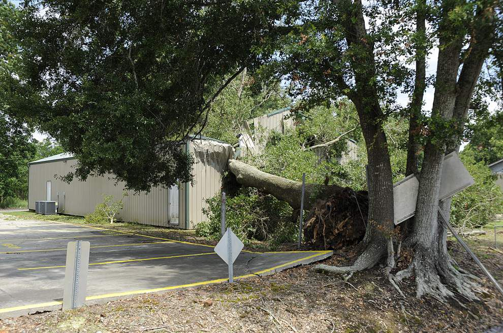 Lafayette hit with blast of bad weather _lowres
