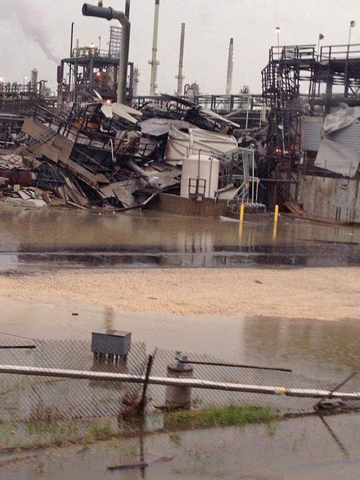 Marathon refinery making tornado repairs _lowres