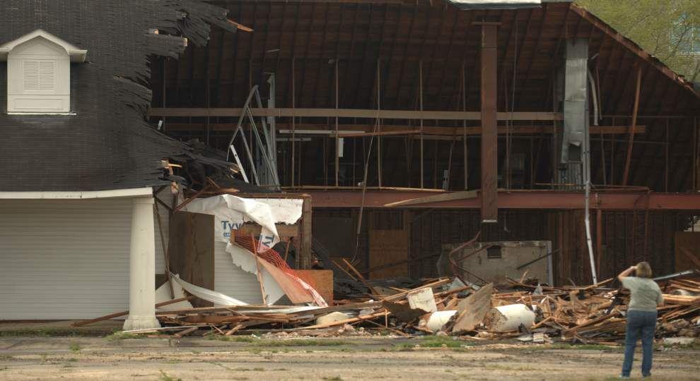 Demolition of former Lake Terrace Shopping Center — symbol of Katrina's Gentilly destruction — begins _lowres