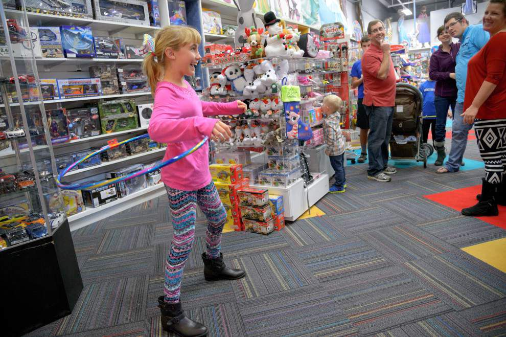 Last-minute shoppers swarm malls as Christmas approaches _lowres