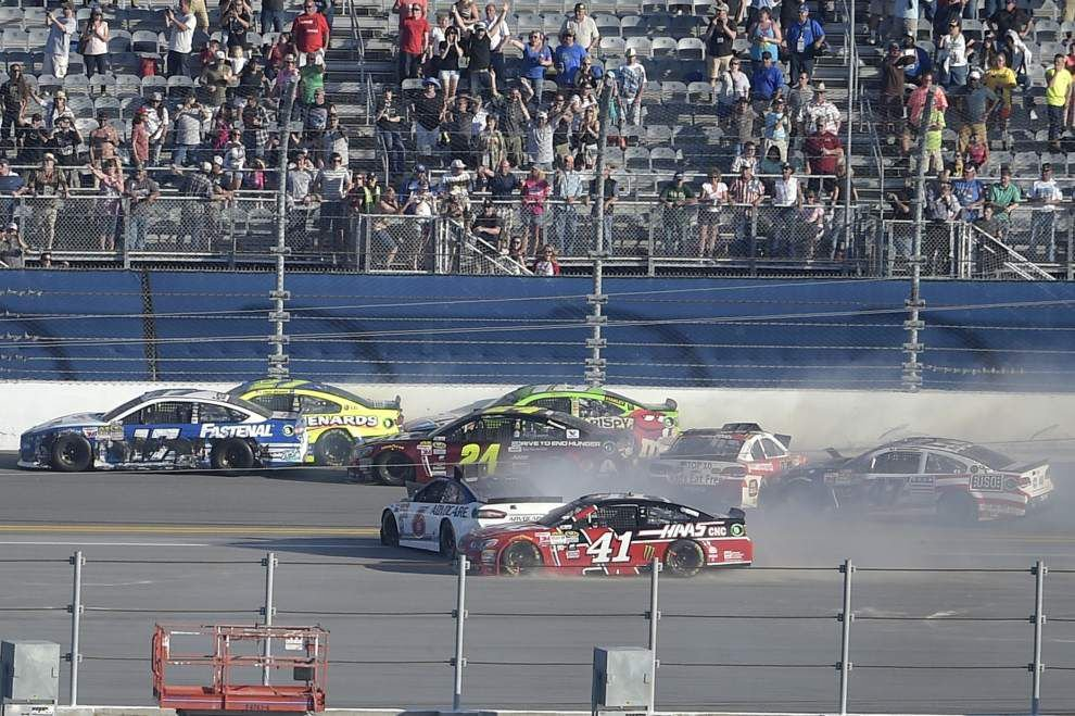 Jeff Gordon wrecks on last lap of final Daytona 500 _lowres