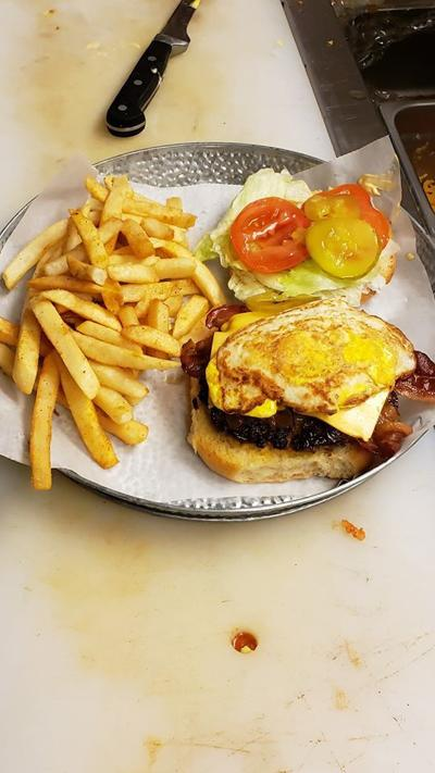 Uncle Luck's Burger