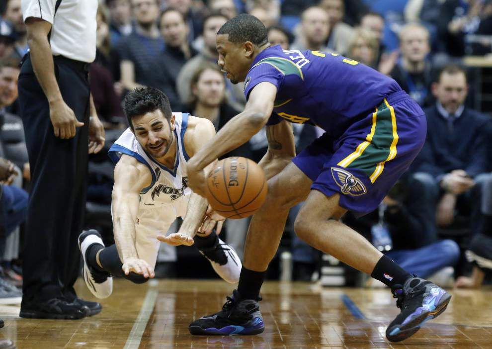 Jrue Holiday, Pelicans' bench takes over in win at Minnesota _lowres