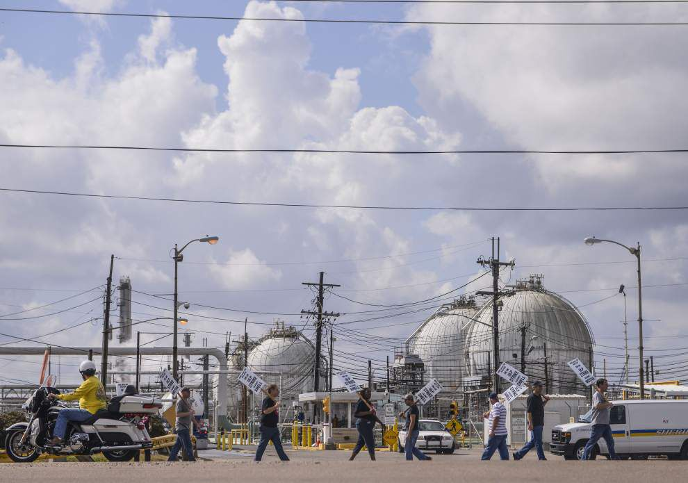 Refineries strike could soon mean higher gasoline prices _lowres
