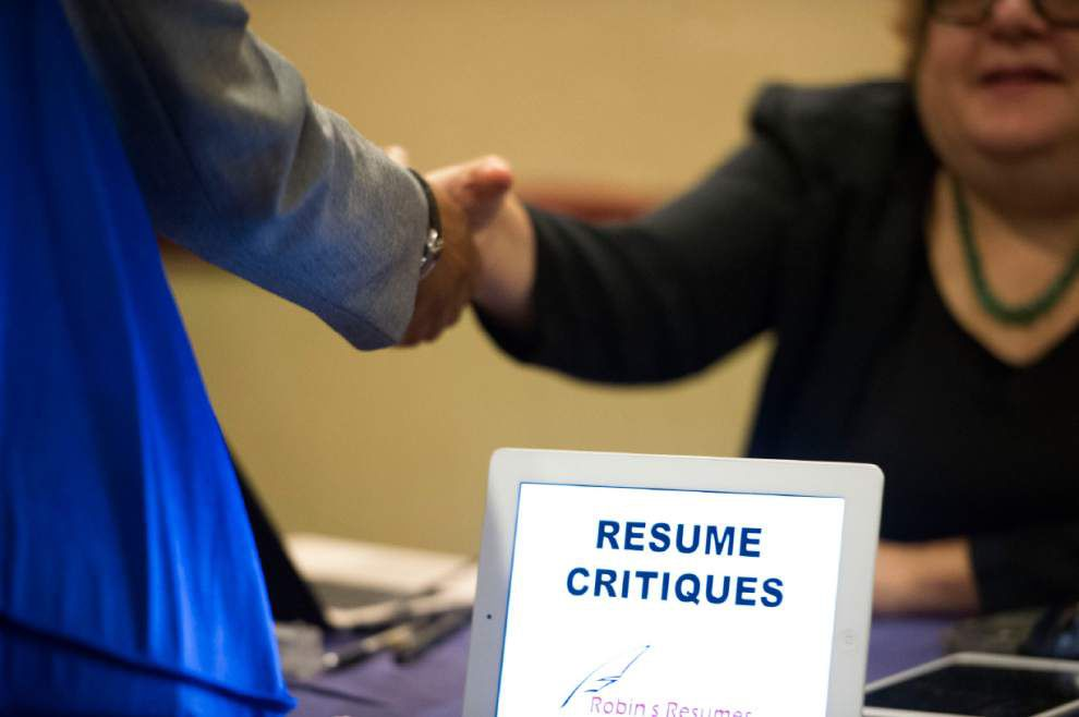 Applications for U.S. jobless benefits rise to 348,000 _lowres