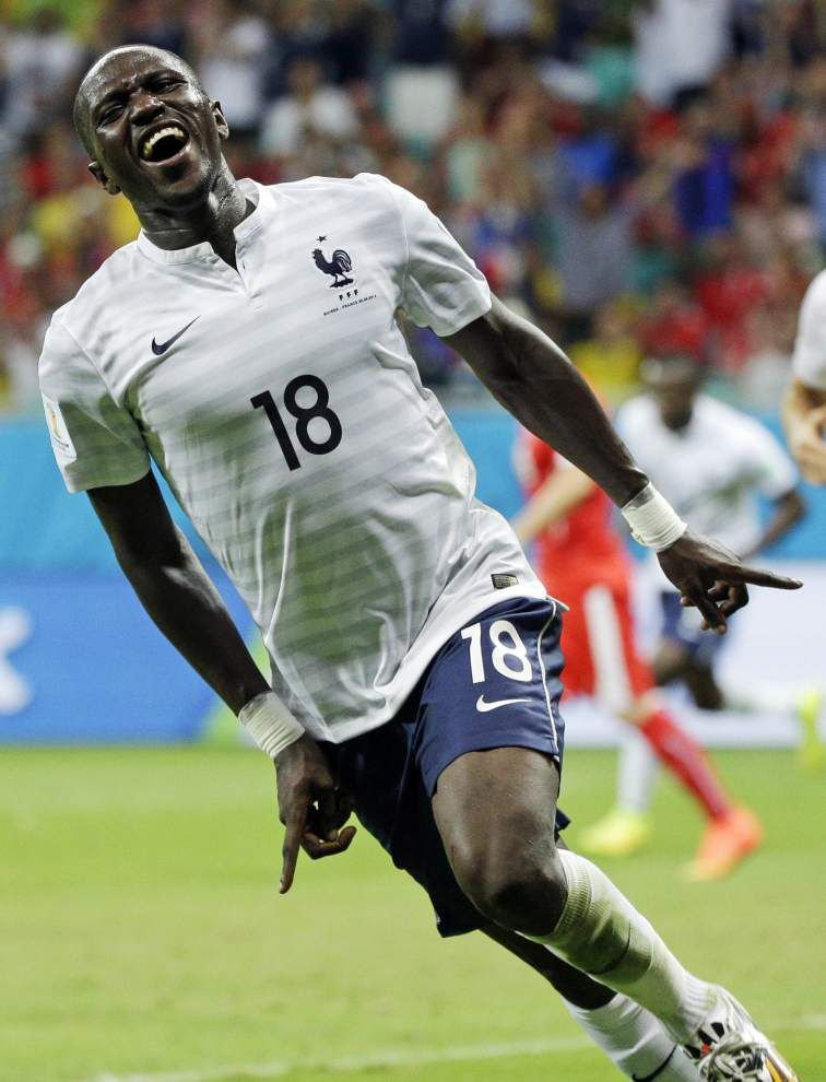 France routs Switzerland _lowres