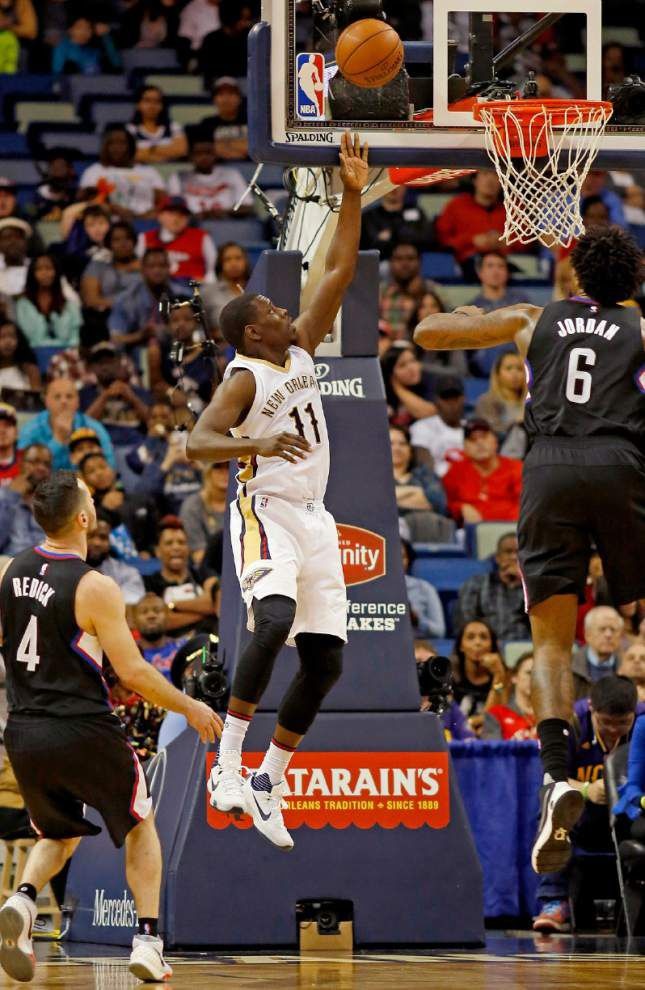 Injury-depleted Pelicans hold off Clippers 109-105 _lowres