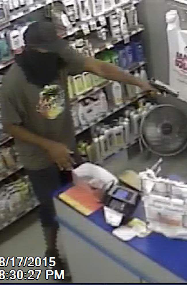 Broussard police search for a robber who stole cash from a store Monday night _lowres