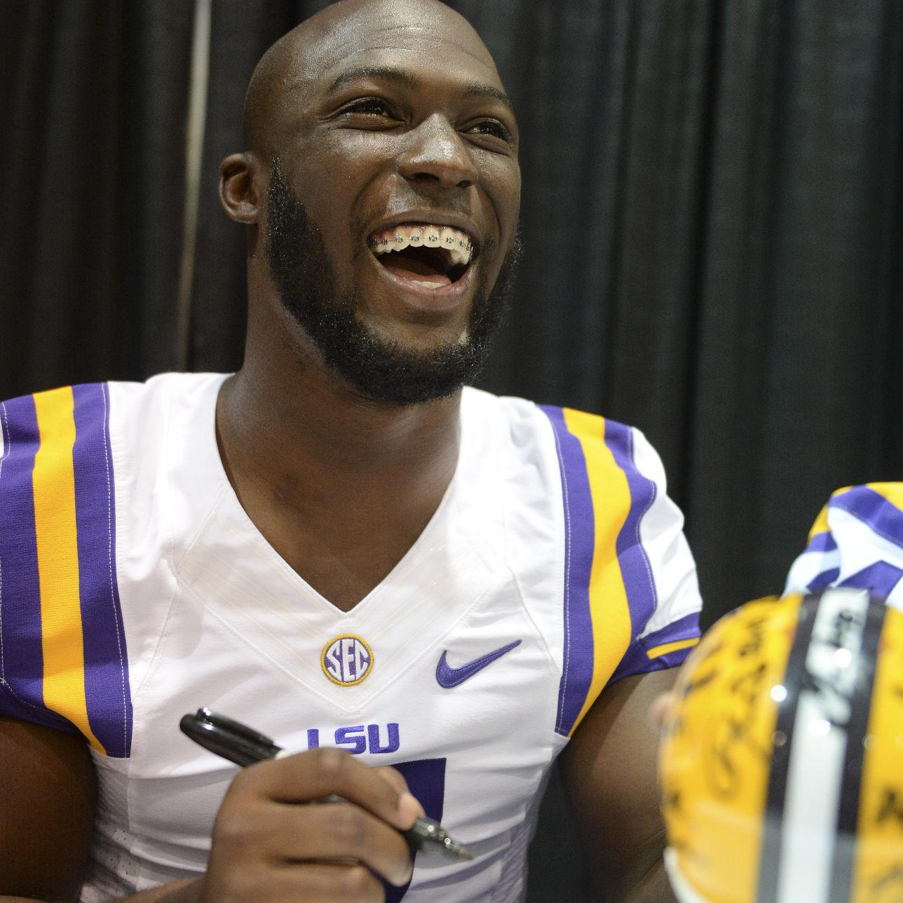 Leonard Fournette Can T Travel With Lsu To Citrus Bowl Signs With Jay Z S Roc Nation Sports Lsu Theadvocate Com
