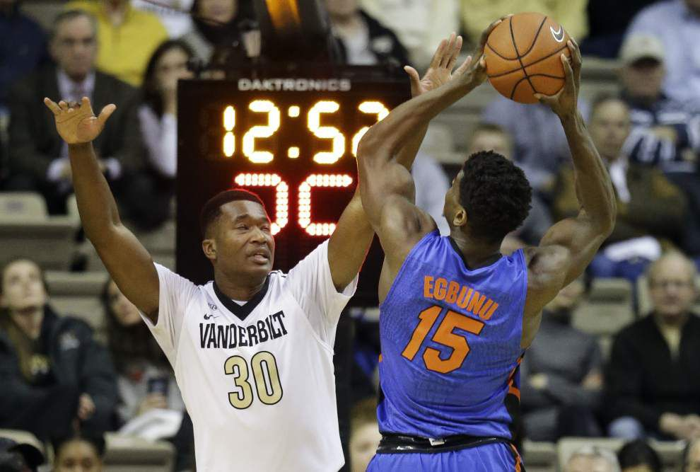 Damian Jones jumps into NBA draft waters with both feet _lowres