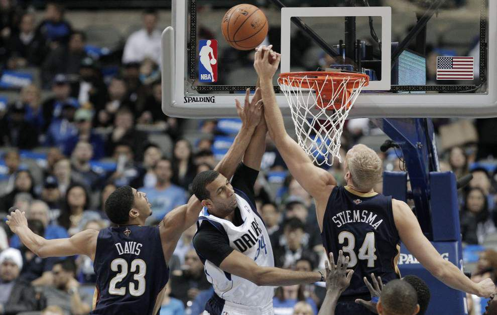 Davis injured, Mavs beat Pelicans 108-89 _lowres