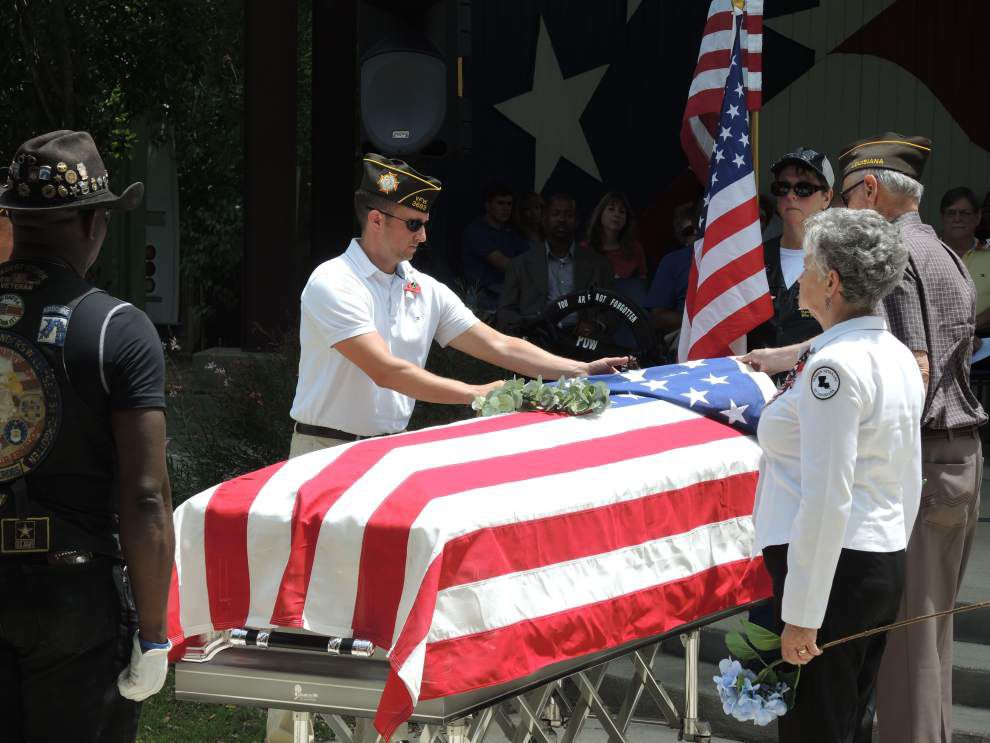 Veterans saluted at Memorial Day service _lowres