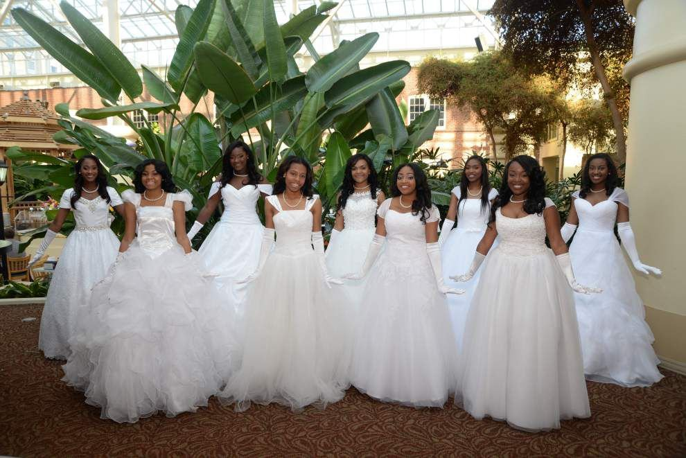 19 presented at Alpha Kappa Alpha cotillion, ball _lowres