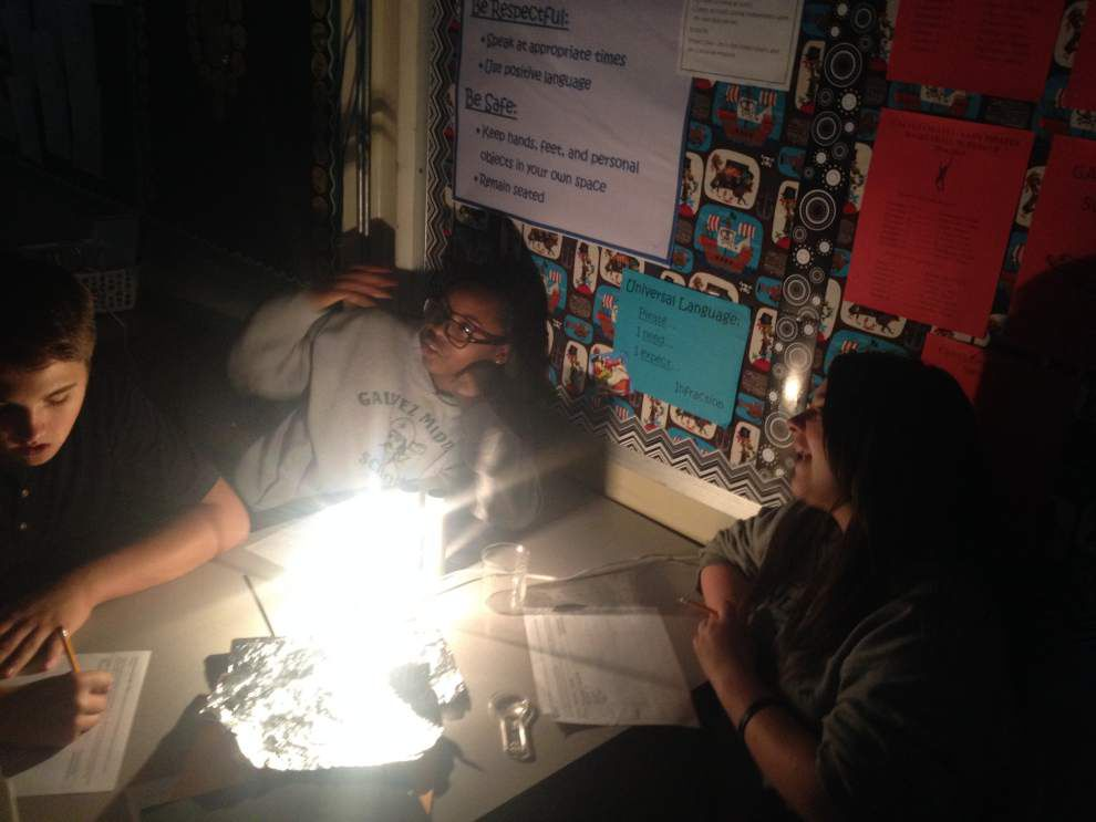 Science kits help Galvez Middle _lowres