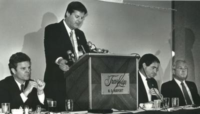 1987 Press Photo Secretary of State Jim Brown at Governor's Forum, Kenner, LA (copy)