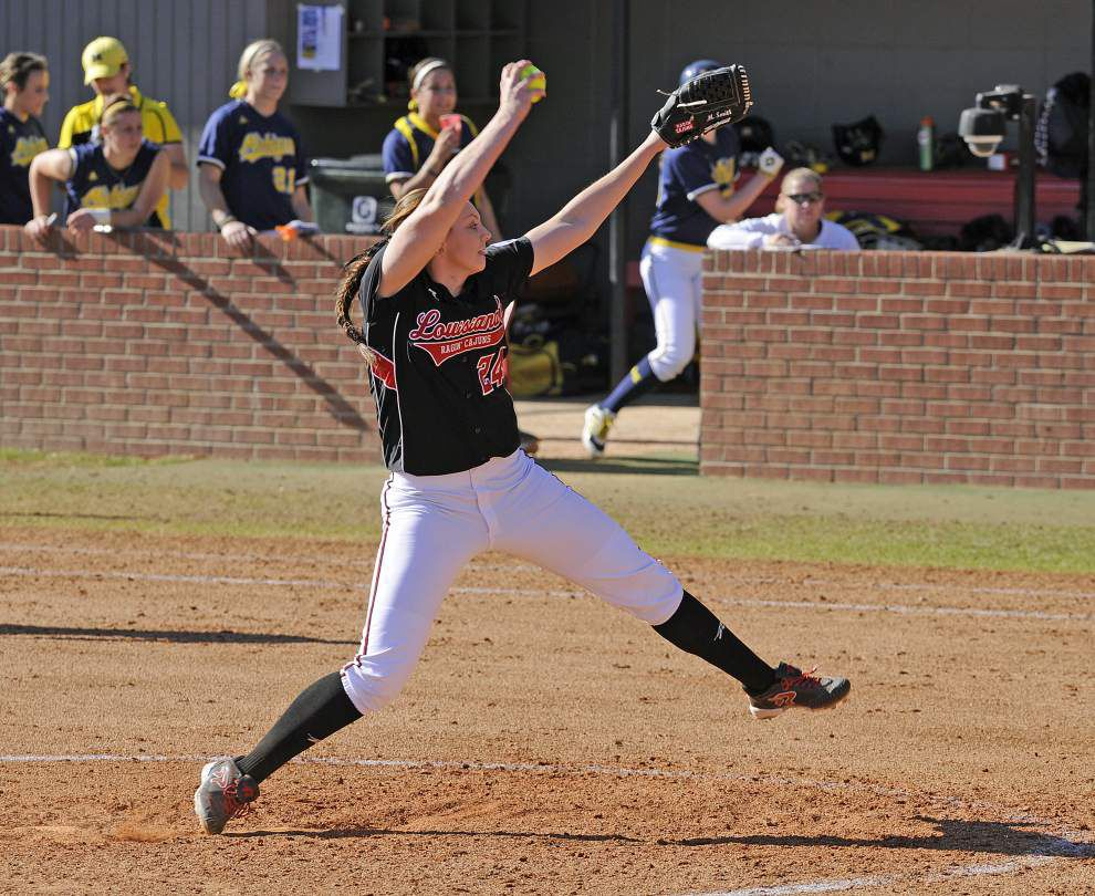 Macey Smith settles into her role with Cajuns softball team _lowres