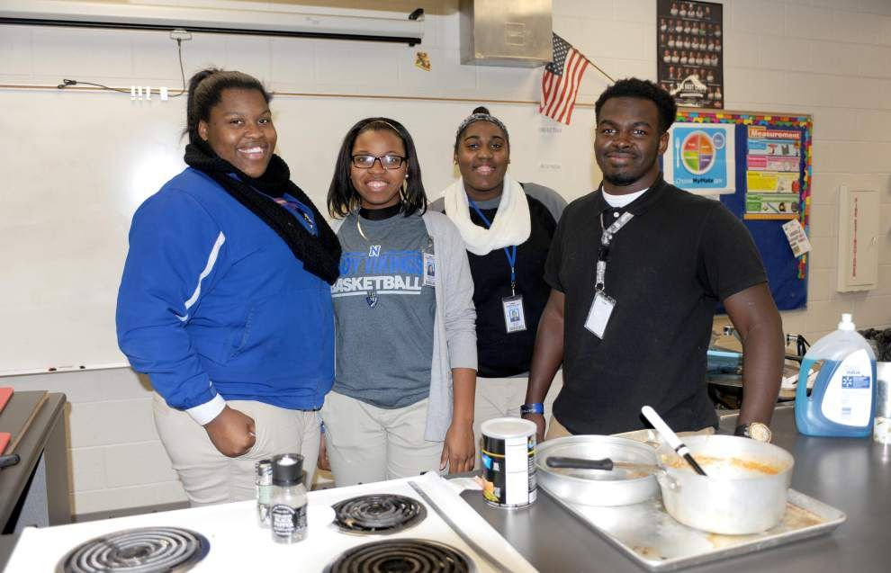 Class teaches students love of cooking _lowres