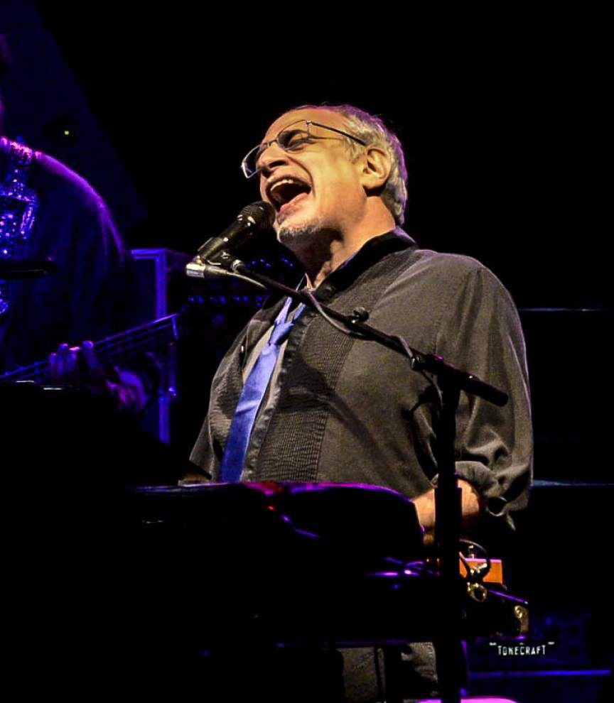 Steely Dan mixes jamming with familiar hits at UNO show _lowres
