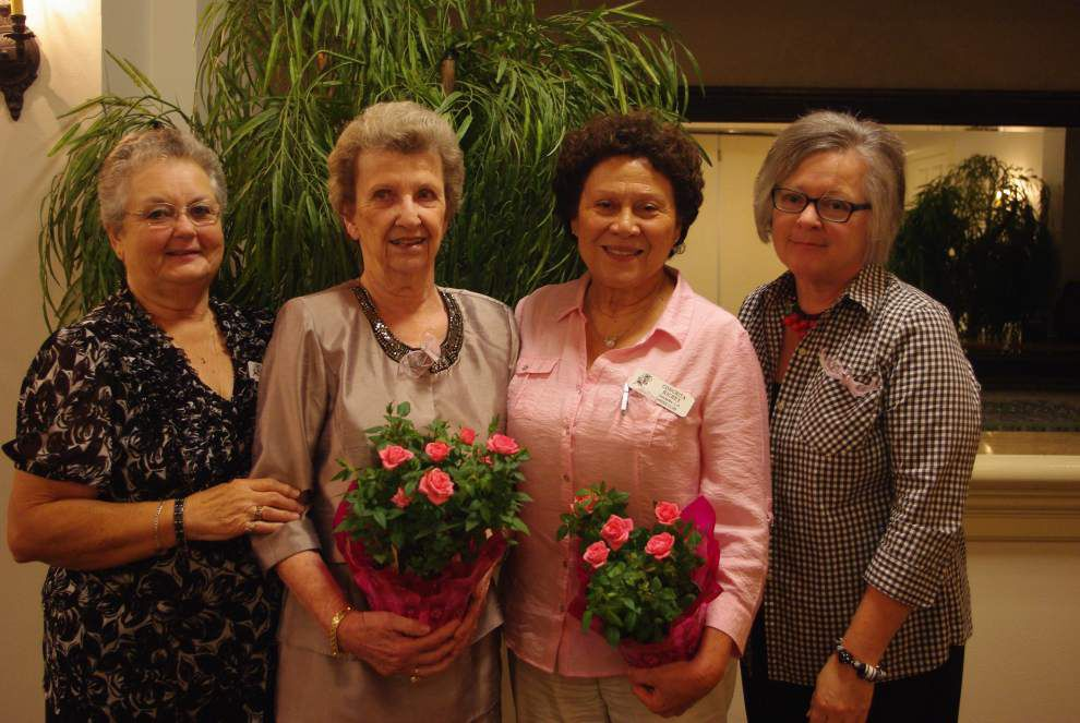 Gonzales Garden Club holds meeting, presents awards _lowres