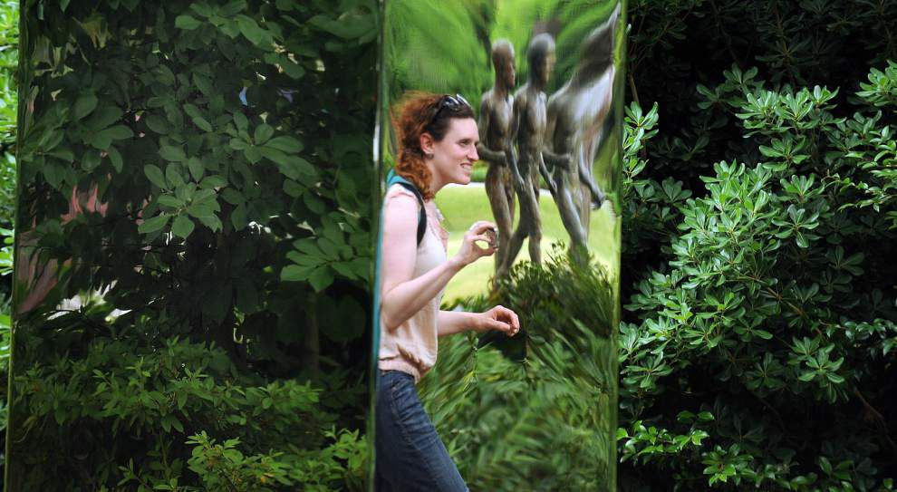 Sculpture garden is the LOVE-ly setting for 10th annual fête _lowres