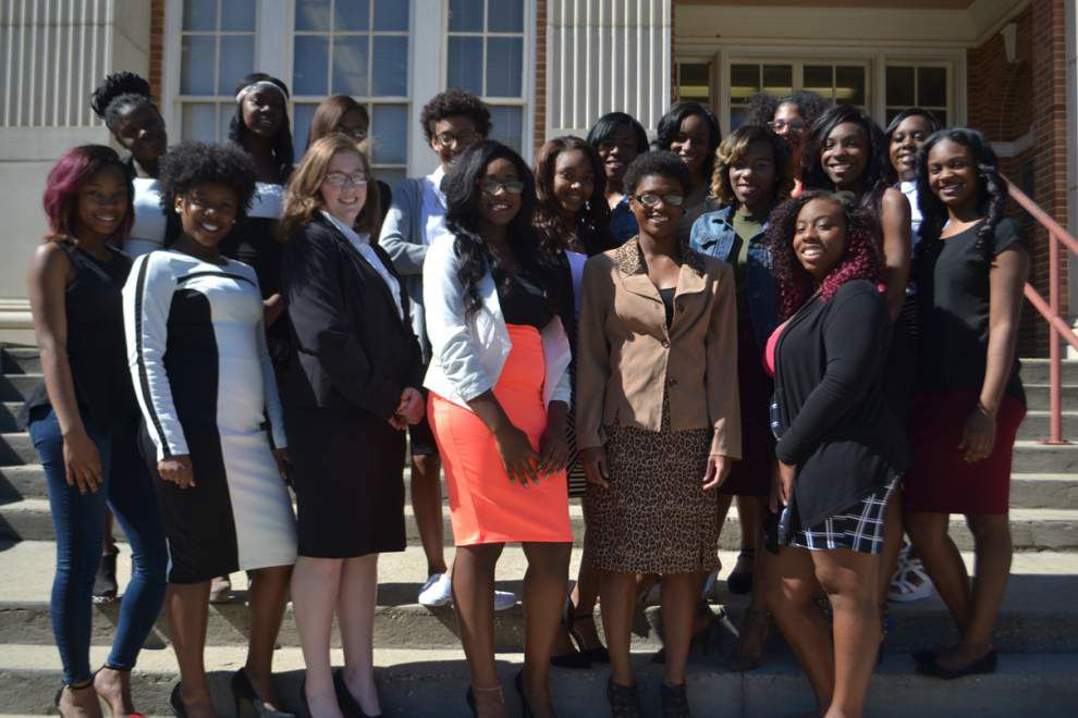 Kentwood girls learn to dress for success _lowres