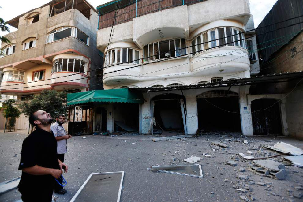 Israel says it has sent ground troops to Gaza _lowres