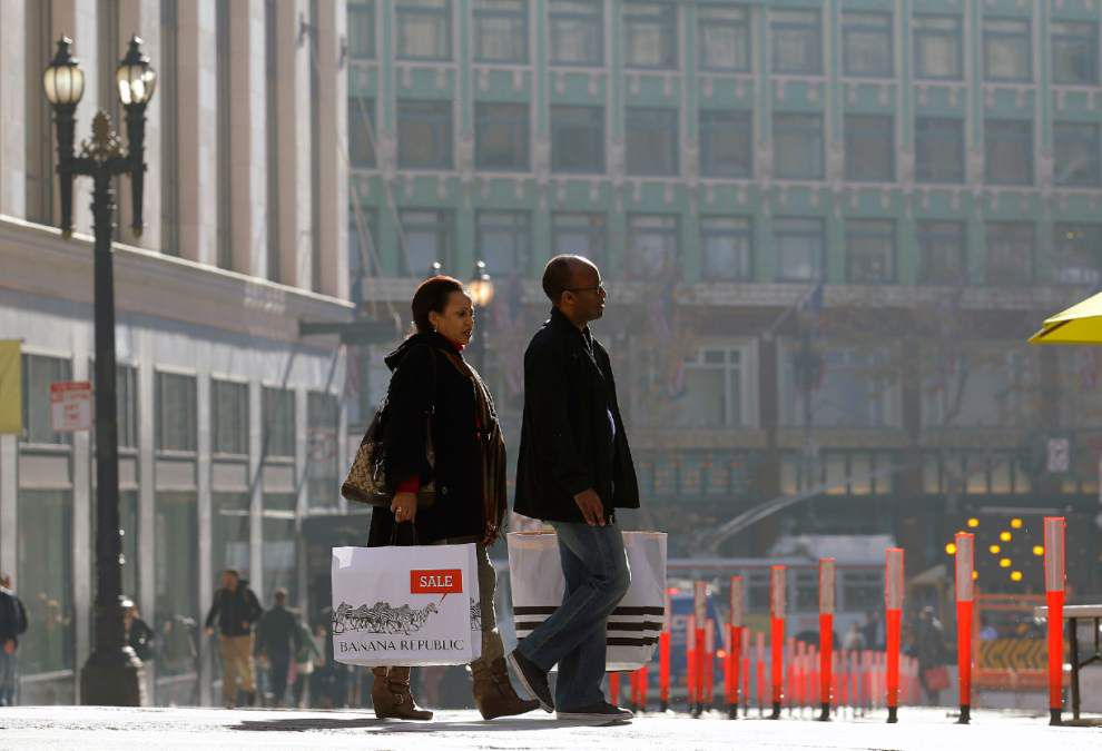 Retail sales inch up, but holiday spending weak _lowres