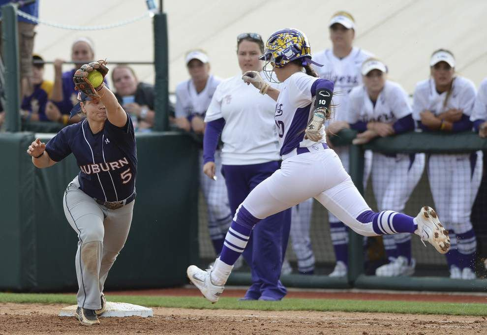 Auburn softball team holds down LSU in series opener _lowres