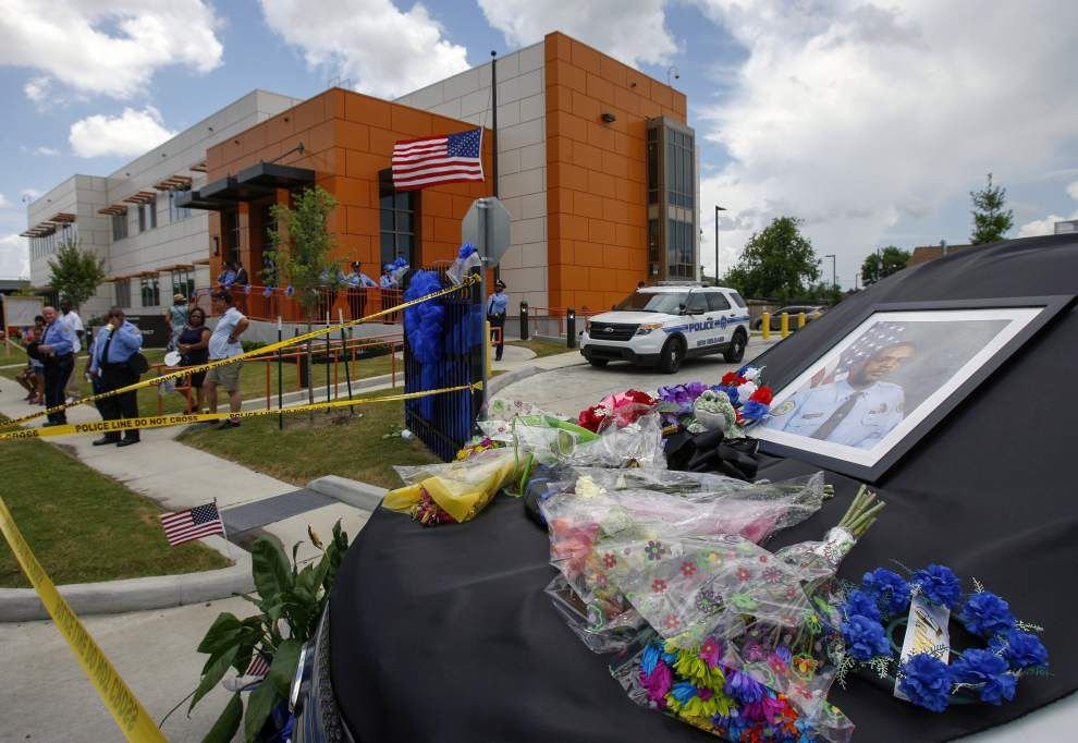 New Orleans says emotional goodbye to slain police officer _lowres