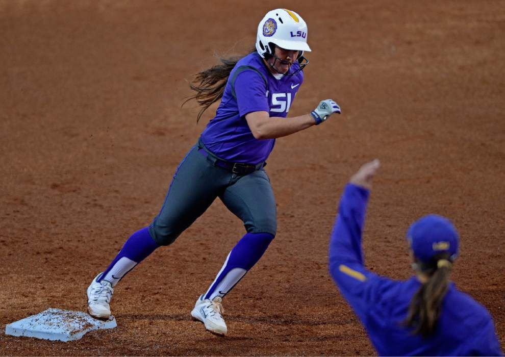 LSU softball team on a roll as it heads to Arkansas _lowres