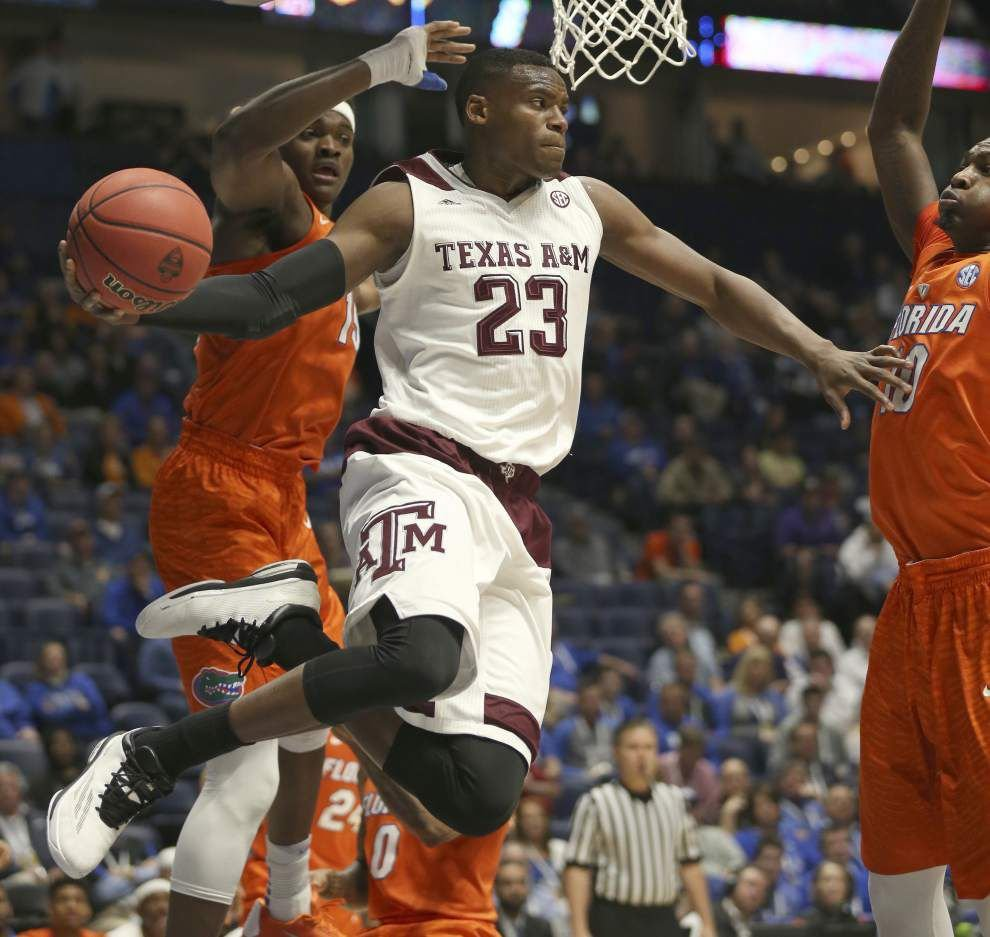 Late surge helps push Texas A&M over Florida _lowres