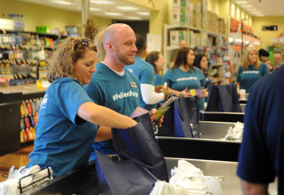 Shoppers receive $4,000 in groceries _lowres