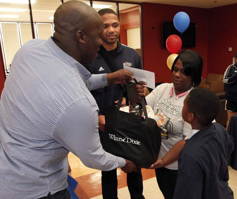 Giving back gives great pleasure to Pelicans' Eric Gordon _lowres