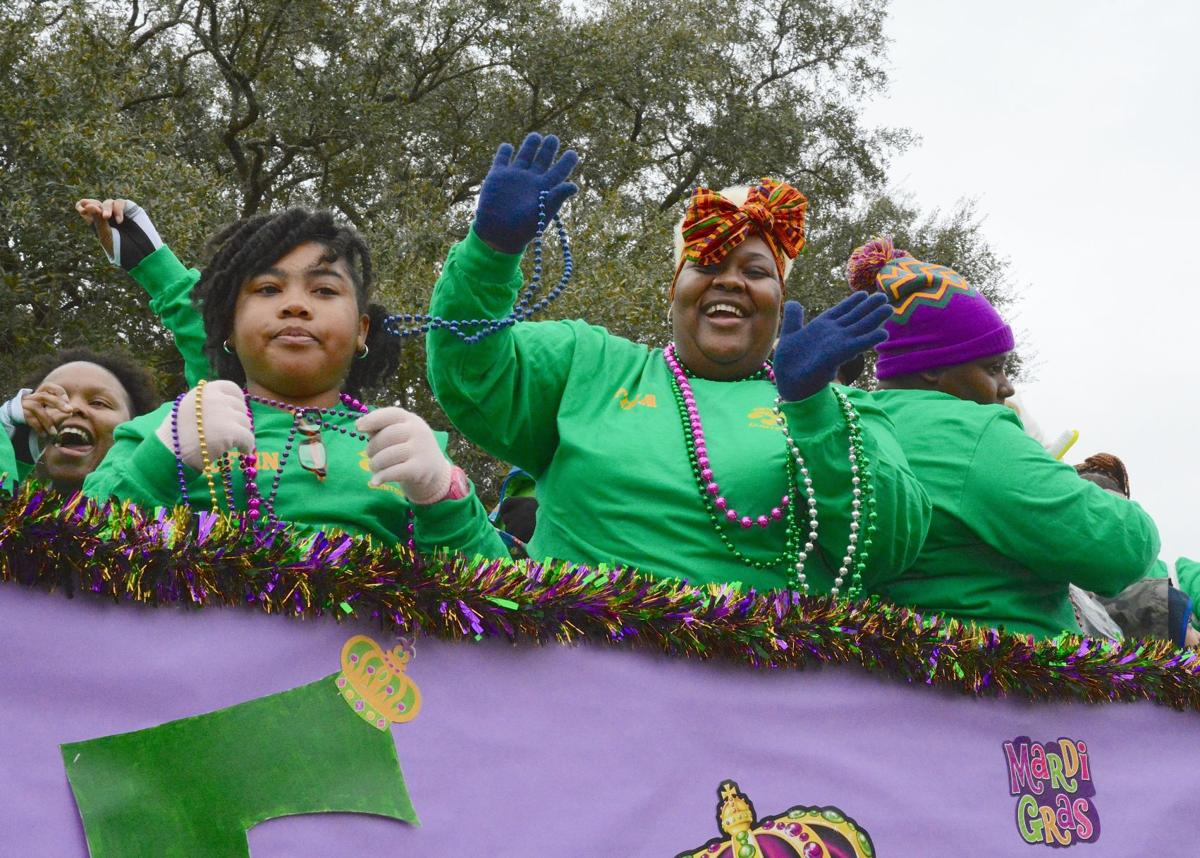 Clinton Mardi Gras Parade010.JPG