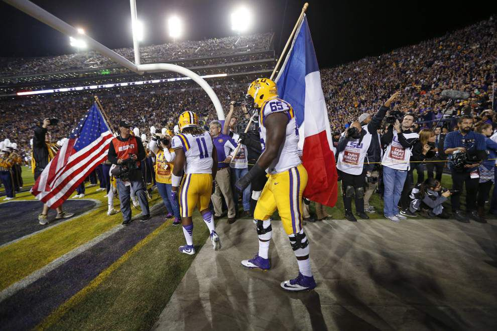 'I'm just not getting it done': Les Miles shoulders blame for LSU's stunning 31-14 loss to Arkansas in Tiger Stadium _lowres