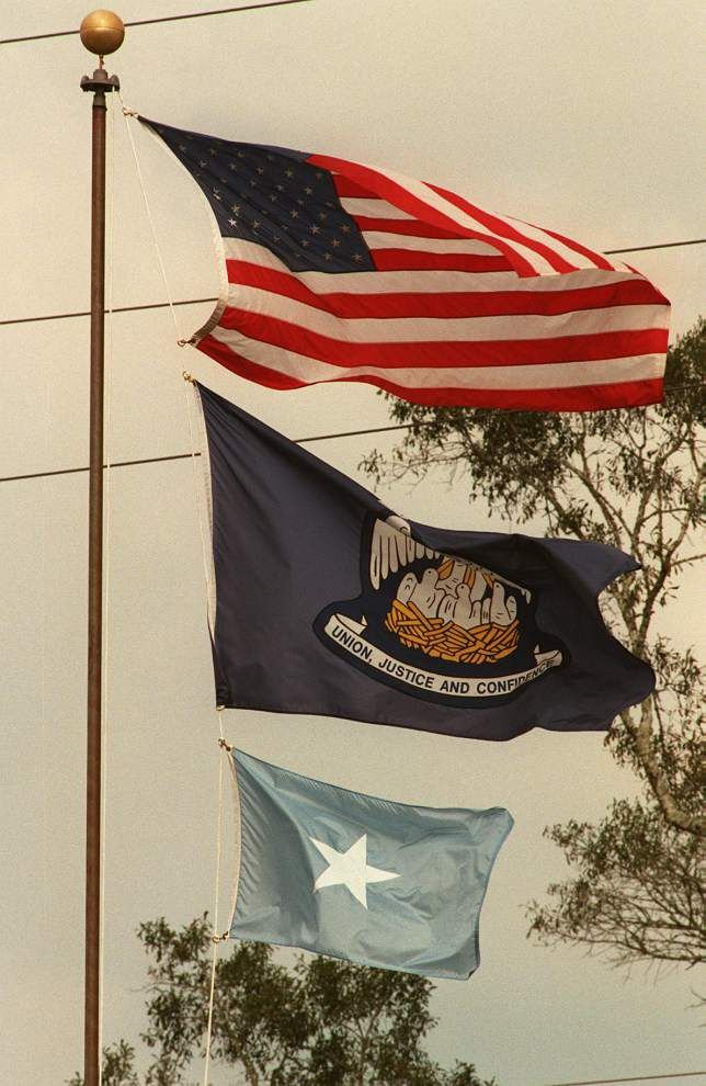 With Bonnie Blue Flag, is Louisiana mandating a Confederate symbol fly over some courthouses? _lowres