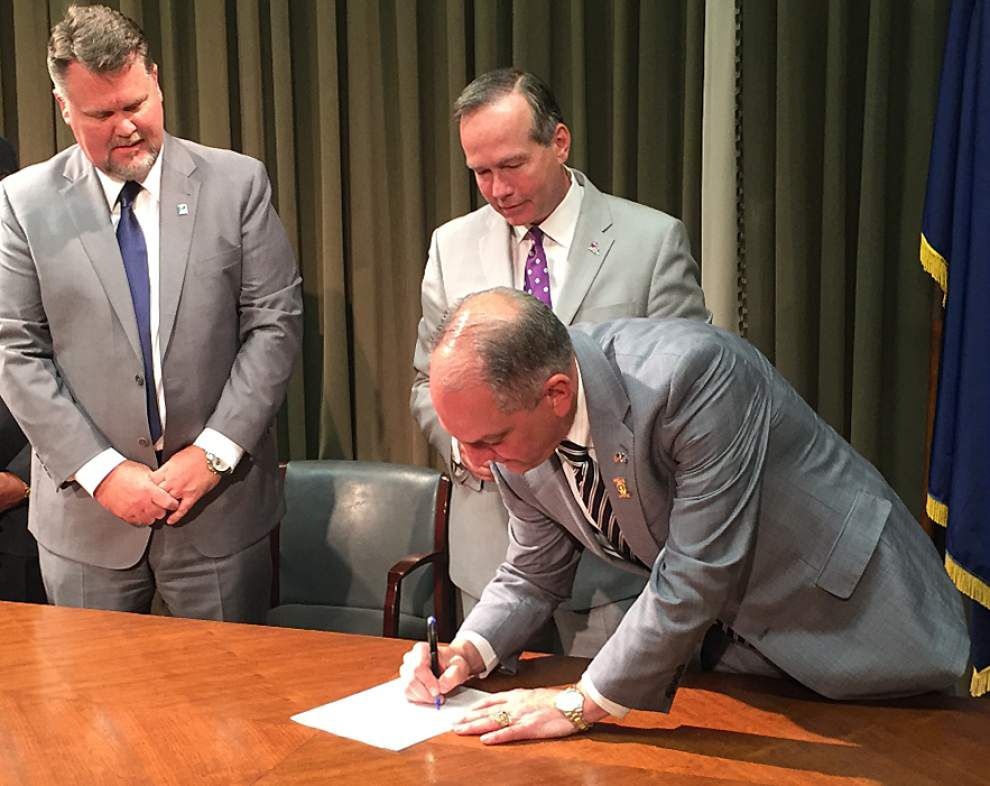 Battling low transfer rates, LSU and community college system announce transfer scholarship plan _lowres