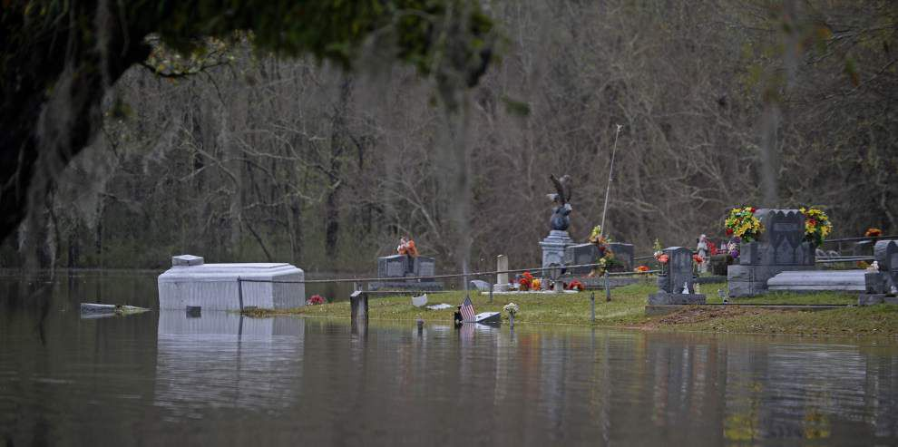 Photos, video: Floodwaters creep onto I-12, swallow Livingston, Tangipahoa roads, homes Saturday _lowres