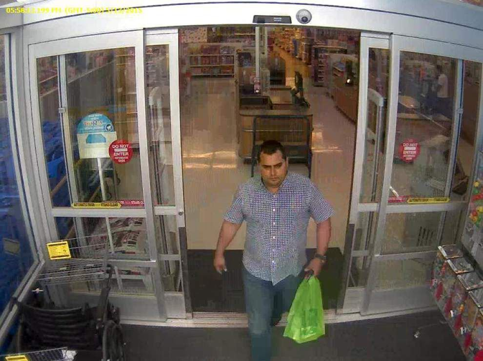 Sheriff's Office looking for two men seen using cloned credit, debit cards to buy gift cards _lowres