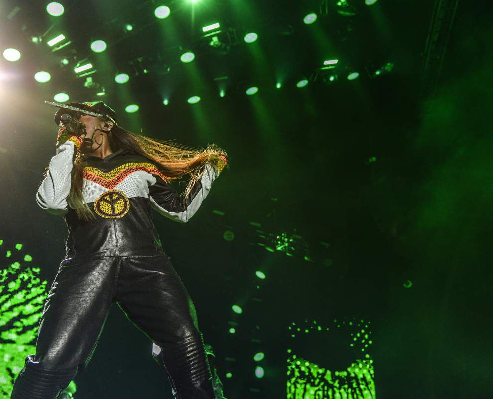 Charisma carries Missy Elliott through less-than-focused set at New Orleans' Essence Music Festival _lowres