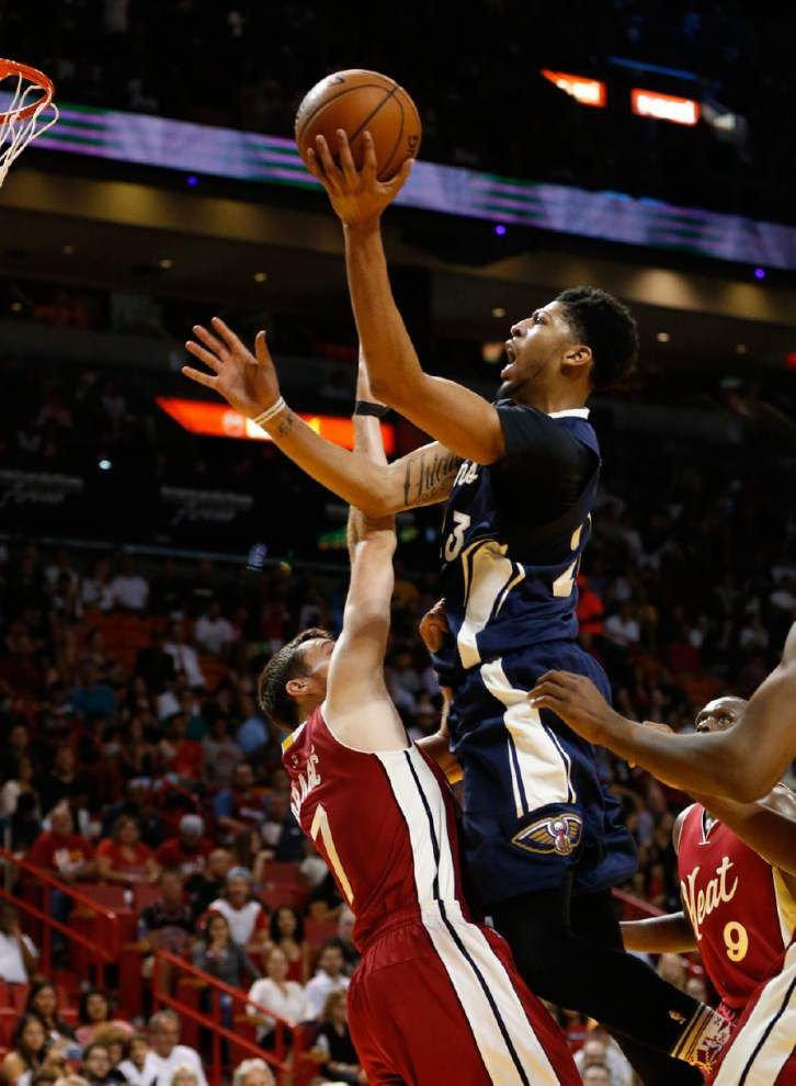 Notebook: Anthony Davis has stocking-stuffer game in loss to Miami _lowres