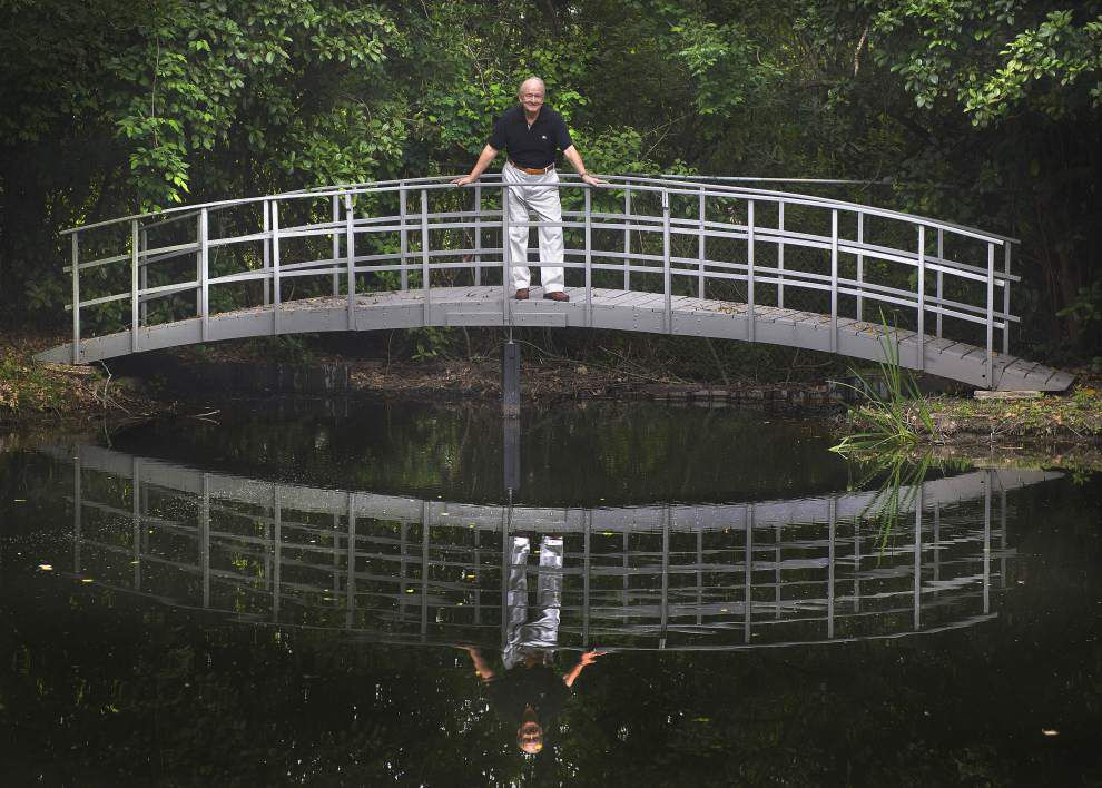 Couple finds solitude near busy Baton Rouge thoroughfare _lowres