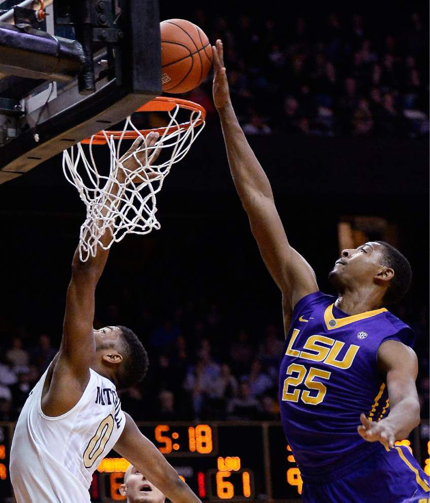 LSU stays hot on the road with a 79-75 overtime victory at Vanderbilt _lowres