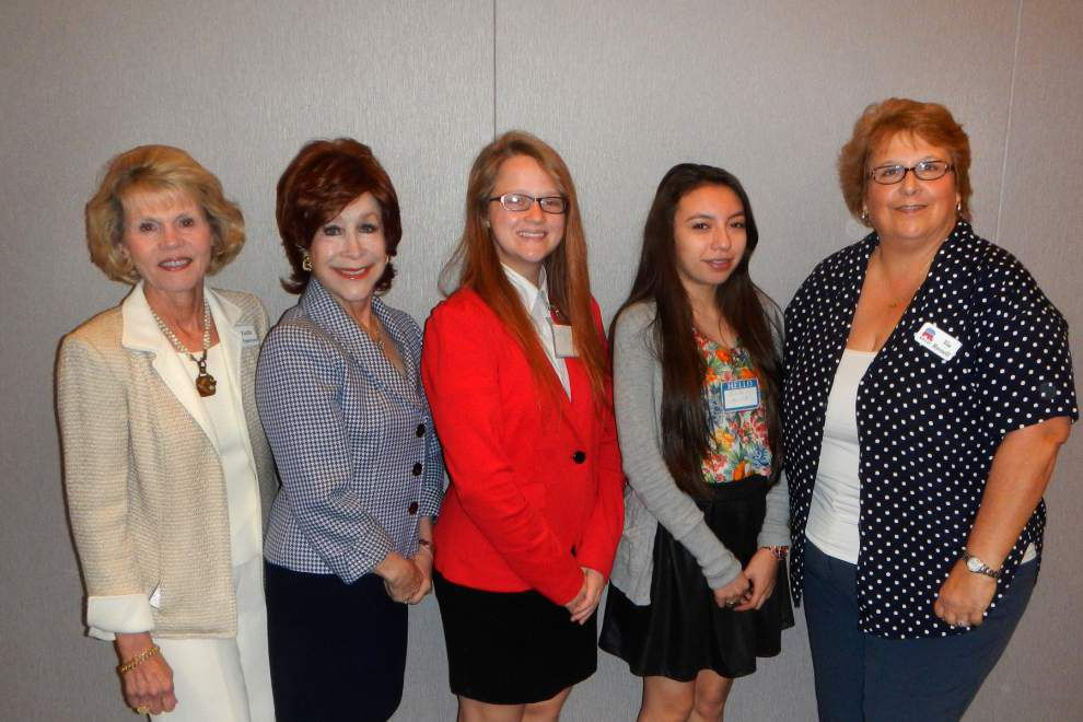 Republican Women's Club of Jefferson grants scholarships _lowres